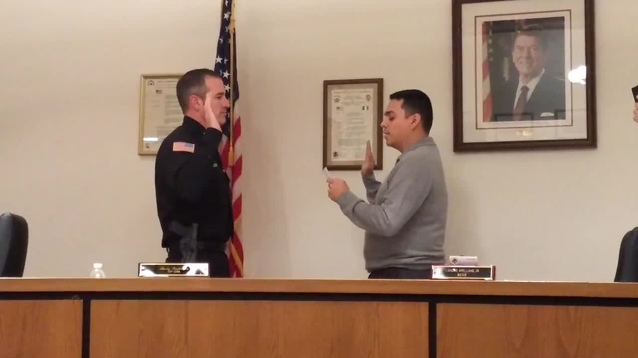 Dixon Police Chief Steve Howell is sworn in by Mayor Li Arellano Jr. Monday, Nov. 20, 2017, at City Hall.