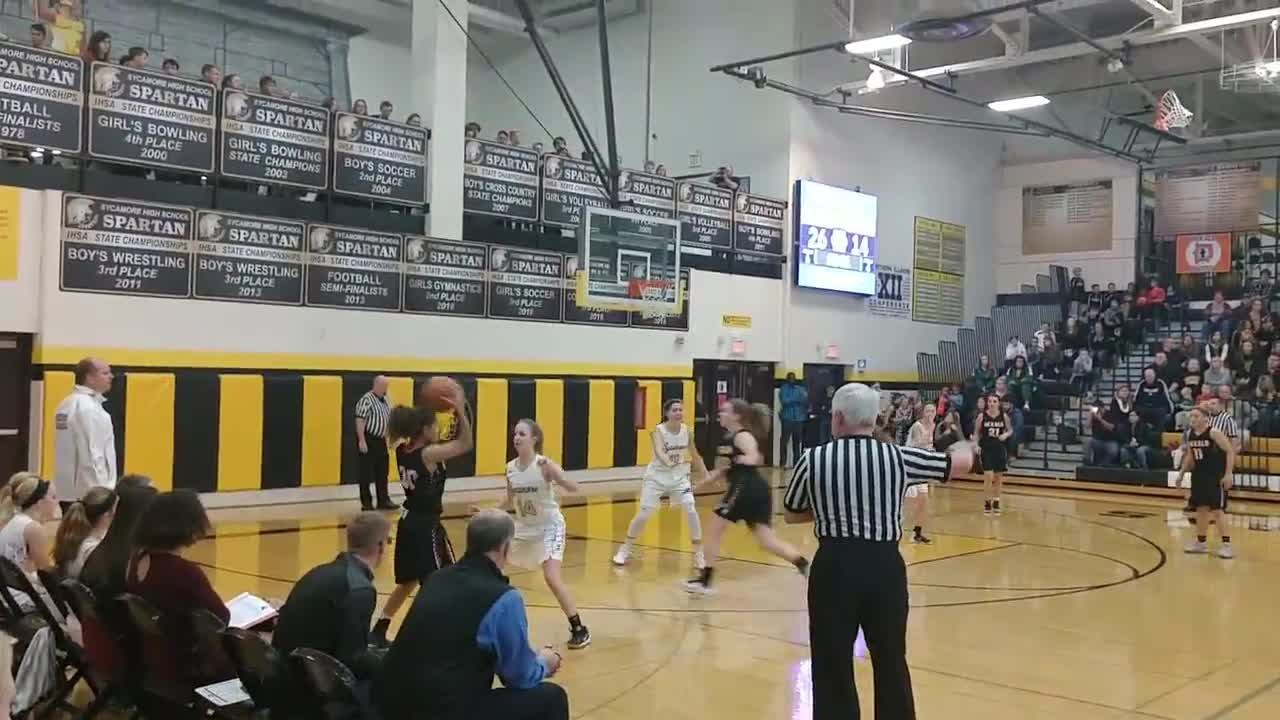 Williams hits a 3 for the Barbs